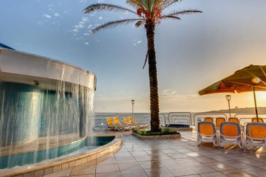 AX Sunny Coast Resort and Spa - Outdoor Pool